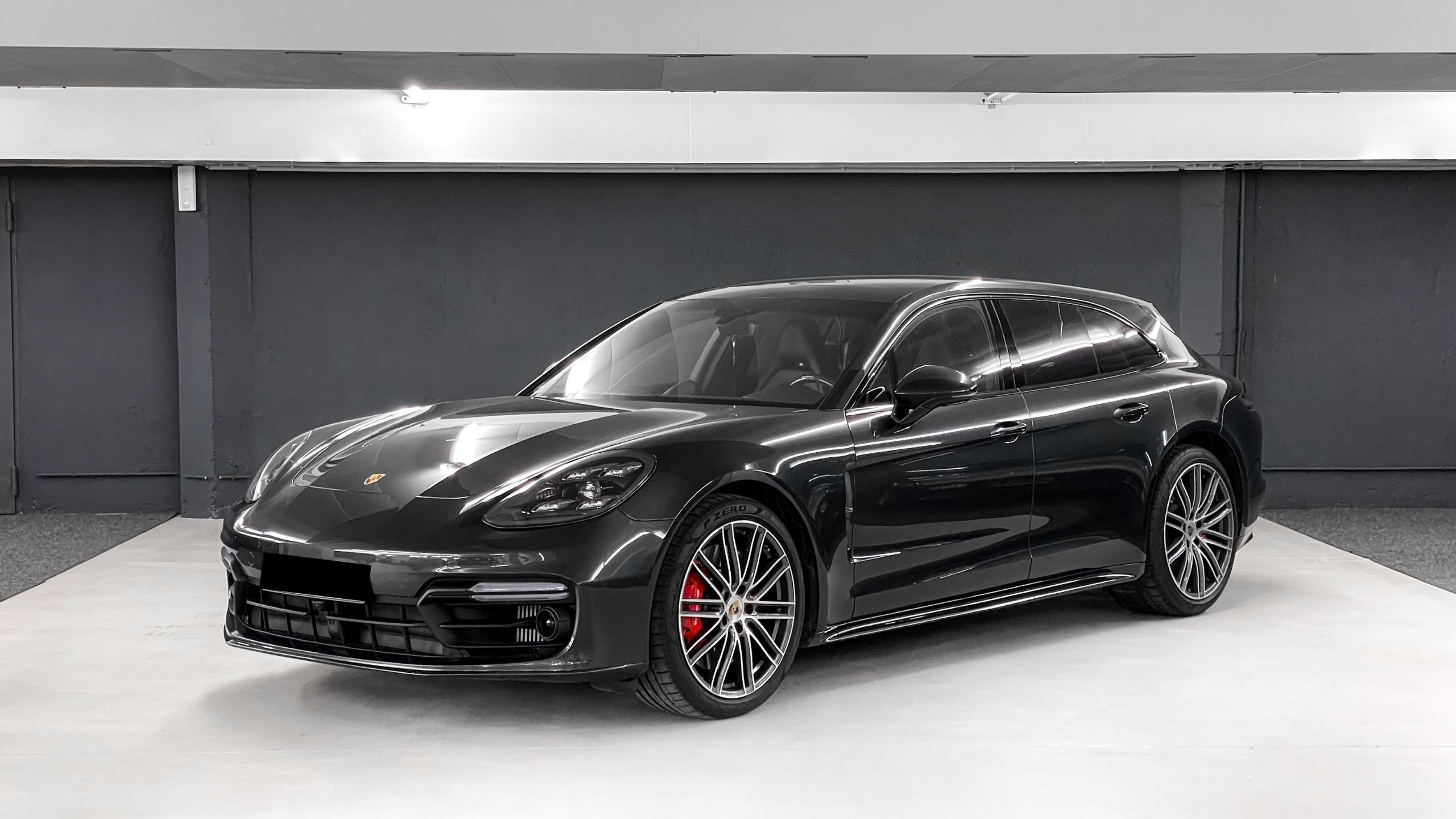 Porsche in Sportwagen Garage eingelagert